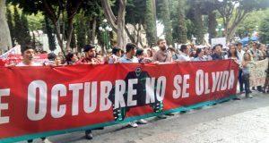 A 50 años del 2 de Octubre, vándalos empañan marcha estudiantil en Puebla