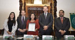 ELDP reconoce a senadora Navarro por trayectoria profesional