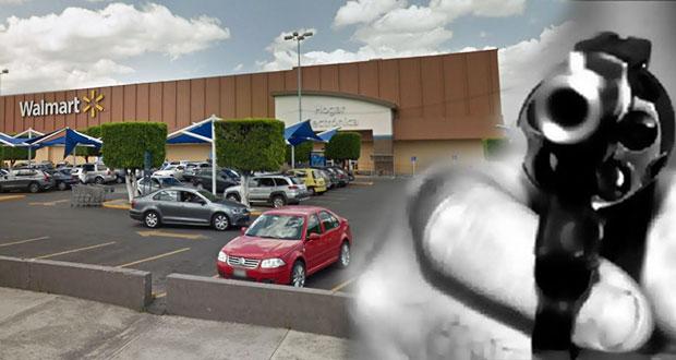 Enmascarados y armados asaltan Walmart de San Manuel