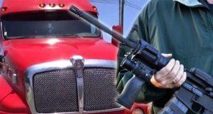 Tractocamión impacta una unidad en la Puebla-Orizaba tras balacera