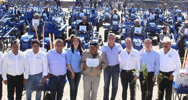 Gali entrega apoyos al campo por 27.3 mdp y CAM en Chignahuapan