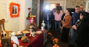 Por Día de Muertos, inauguran 14 ofrendas a poblanos ilustres en CH