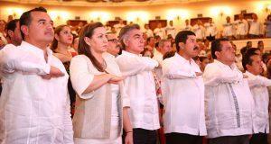 Gali acude a toma de protesta del nuevo gobernador de Yucatán