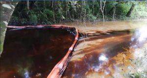 Derrame de petróleo en Venustiano Carranza afecta río en Veracruz