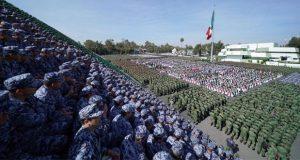 """AMLO pide a Fuerzas Armadas apoyo para enfrentar """"juntos"""" inseguridad"""
