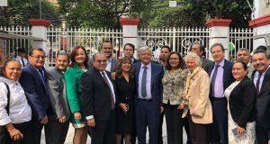 AMLO se reúne con líder del SNTE y grupos que respaldan a Gordillo