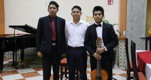 Jóvenes músicos dan recital de piano y guitarra clásica en Puebla