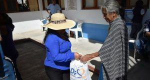 DIF de Ahuatempan entrega 700 despensas a población vulnerable