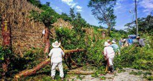 """En Olintla, vecinos limpian accesos y mantienen a colonia """"Libertad"""""""