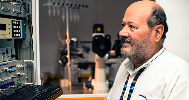 Investigadores de BUAP crean prótesis para problemas de oído interno