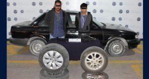 Detienen a dos presuntos ladrones de autopartes en Puebla capital