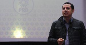 """Líder nacional del PRD ve """"imposible"""" anular elección de Puebla"""