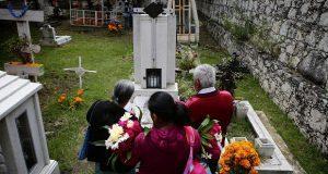 Poblanos conviven con sus muertos con la fe de que vuelven a casa por un día