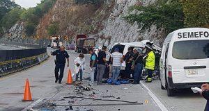 Choque entre camioneta y camión deja 5 muertos en Autopista del Sol