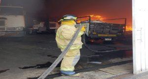 Tras 2 horas, controlan incendio de recicladora de colonia Azcárate