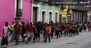 Con retraso y fragmentada, pero con ilusión, caravana migrante cruza Puebla