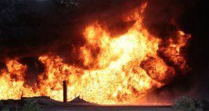 Explota casa con gas ilegal en Acajete