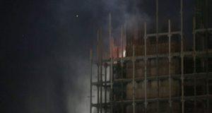 Reportan incendio en construcción de torre de rectoría de la BUAP