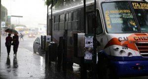 """""""Xavier"""", inusual tormenta que causa lluvias en Puebla y 16 estados"""