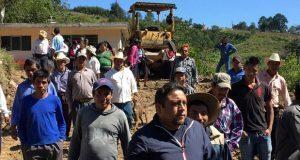 Inician pavimentación de calle en Huilacapixtla, Huauchinango