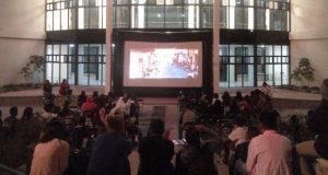 Disfrutan niños de proyección de películas en Balcones del Sur