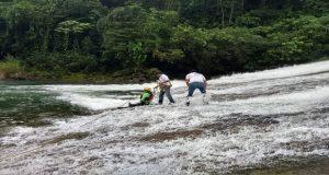 Tras 3 días de búsqueda, localizan a menor arrastrado por río en Cuetzalan