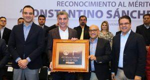 """Gali recibe reconocimiento """"Constantino Sánchez Romano"""" de la FROC"""