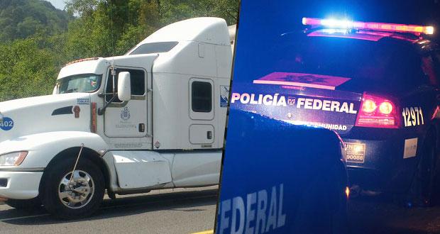 Federales recuperan dos camiones con pollos y dulces