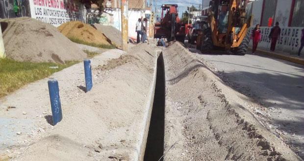 Introducen tubería de agua potable en colonia Balcones de Sur