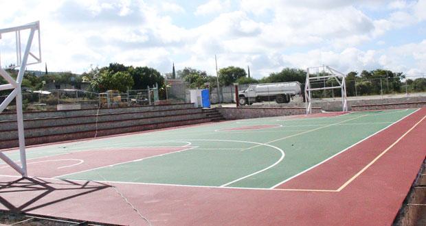 En Huejonapan, Tepexi, avanza construcción de unidad deportiva
