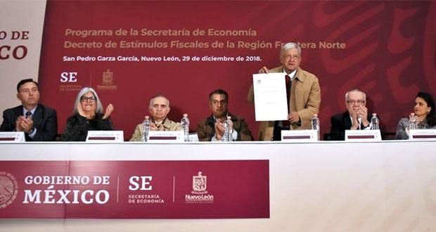 AMLO firma decreto para subir salario y bajar IVA en frontera norte