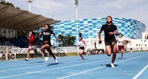 Participan 300 jóvenes en torneo de atletismo en Puebla capital