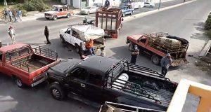 Bloquean la México-Puebla en protesta por despidos injustificados
