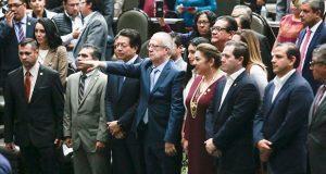Diputados toman protesta a Carlos Urzúa como secretario de Hacienda