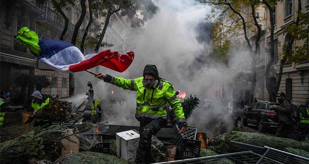 Pese a anular impuestos a gasolinas, Francia sigue con protestas