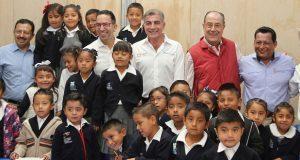 Gali inaugura reconstrucción de dos escuelas en Santa Isabel Cholula
