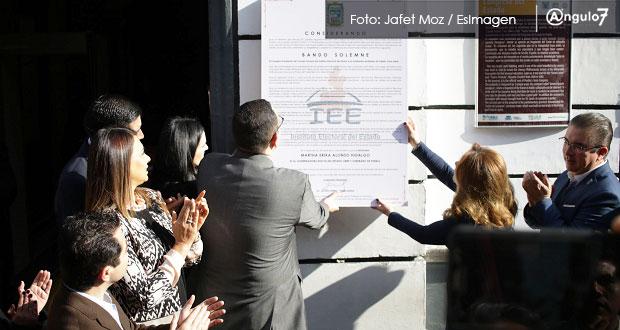 Sin la izquierda, IEE coloca bando que declara gobernadora a Martha Erika