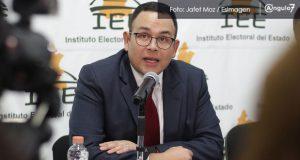 Serrallonga niega manipulación de elección y huye de cuestionamientos