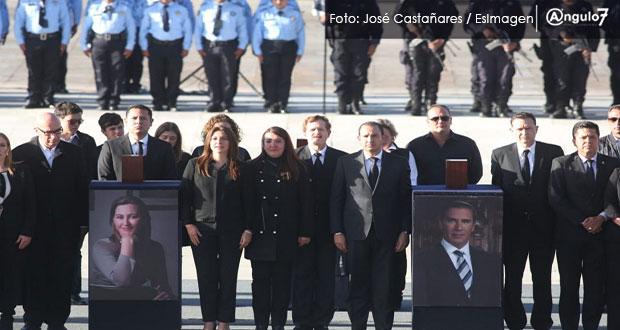 Claman justicia y abuchean a Olga Sánchez en homenaje a Martha Erika y RMV