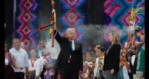 AMLO, 1er presidente en recibir bastón de mando de pueblos indígenas