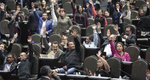 Entre protestas, aprueban Ley de la Fiscalía General de la República