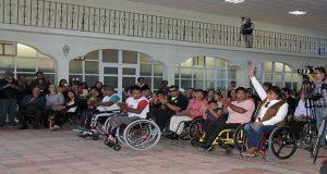 Karina Pérez entrega sillas de ruedas para Tlaxcalancingo