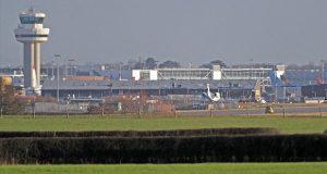 Por 2º día, aeropuerto de Londres cierra ante presencia de drones