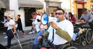 Marchan y piden resolver necesidades de personas con discapacidad