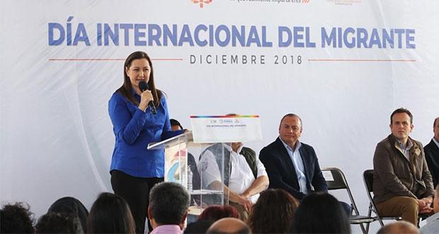 Martha Erika da certificados de competencias laborales a migrantes