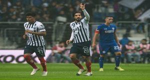 Monterrey pone a temblar al líder Cruz Azul tras vencerlo 1-0