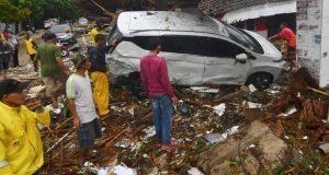 Suman al menos 222 muertos y 843 heridos por tsunami en Indonesia