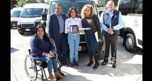 DIF entrega 14 unidades para trasladar a personas con discapacidad