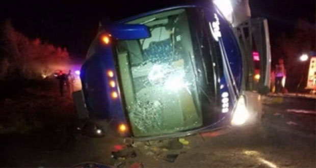Volcadura de autobús en León, Guanajuato deja nueve muertos