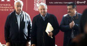 AMLO visita Puebla y anuncia que pedirá a PGR vigilar elección a gobernador